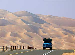 United Arab Emirates/Liwa Oasis: Road to Moreeb Hill at the Northern edge of the Rub' al Khali desert