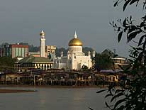 Brunei (Borneo): 'The 'Ali Saifuddien'-Mosque at sunset in Bandar Seri Begawan