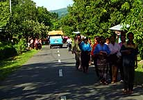 Wolowaru/Flores/Indonesia: People returning from Easter Mass