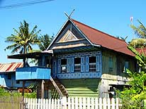 Sulawesi/Indonesia: Typical houses between Makassar and Parepare