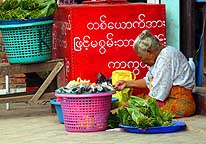 Myanmar: Steet vendor in Kawthoung