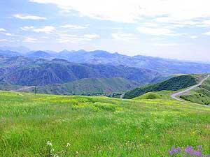 Weltrekordreise Asien Mittlerer Osten Kaukasus Bergkarabach Arzach Stepanakert Armenien Aserbaidschan Bilder Guinness Buch Der Rekorde Toyota Landcruiser Emil Schmid Liliana Schmid