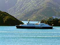 Neuseeland: S�d- zur Nordinsel - F�hre Picton-Wellington, hier im Queen Charlotte Sound, Marlborough/S�dinsel