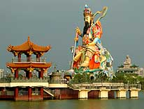Kaohsiung/Taiwan: God of War at Lotus Lake