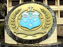 Apia/Samoa: Coat of Arms of Samoa in front of the Government Office Building